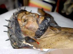 Restauration d'un Christ en bois sculpté - galerie - Atelier de restauration du Château de Sers